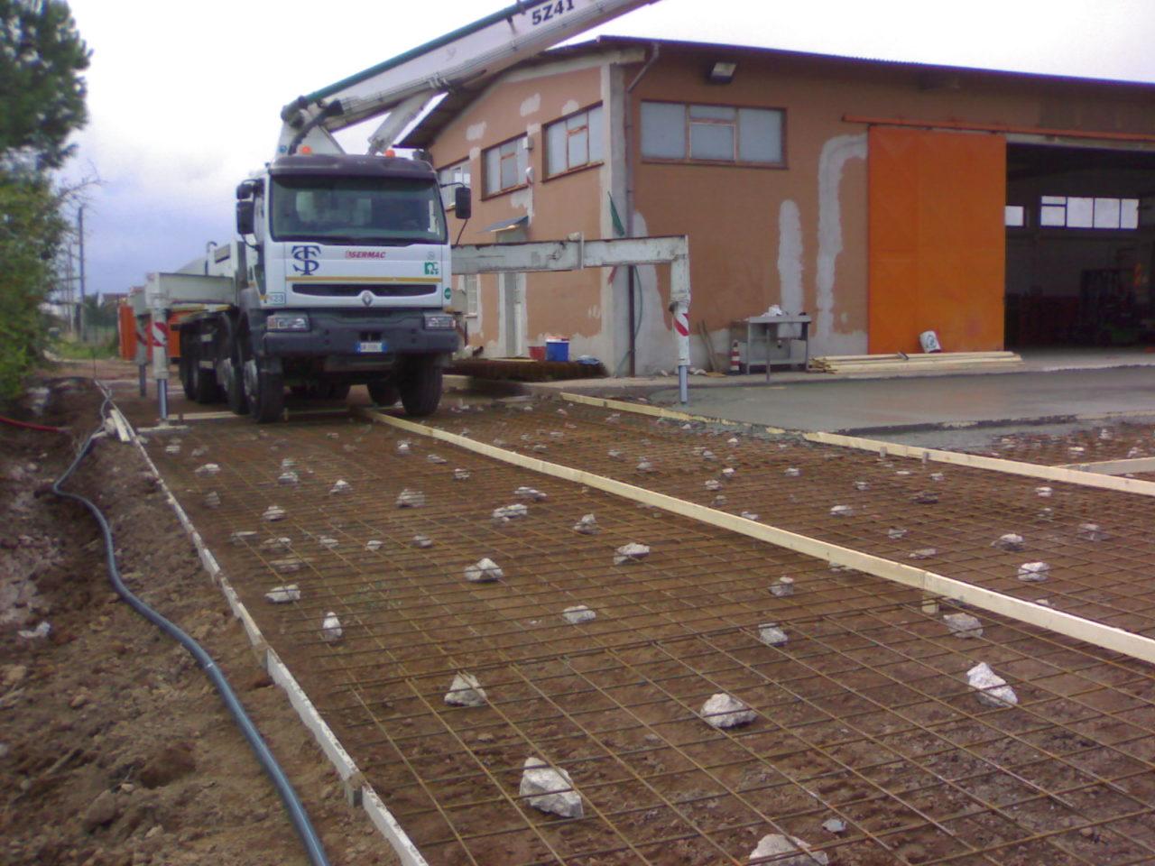 realizzazione piazzale in cemento